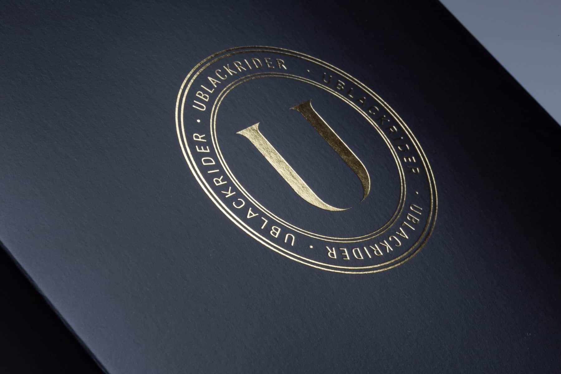 U-BLACK, dettaglio della stampa oro a caldo. Tipografia Unione, Vicenza.