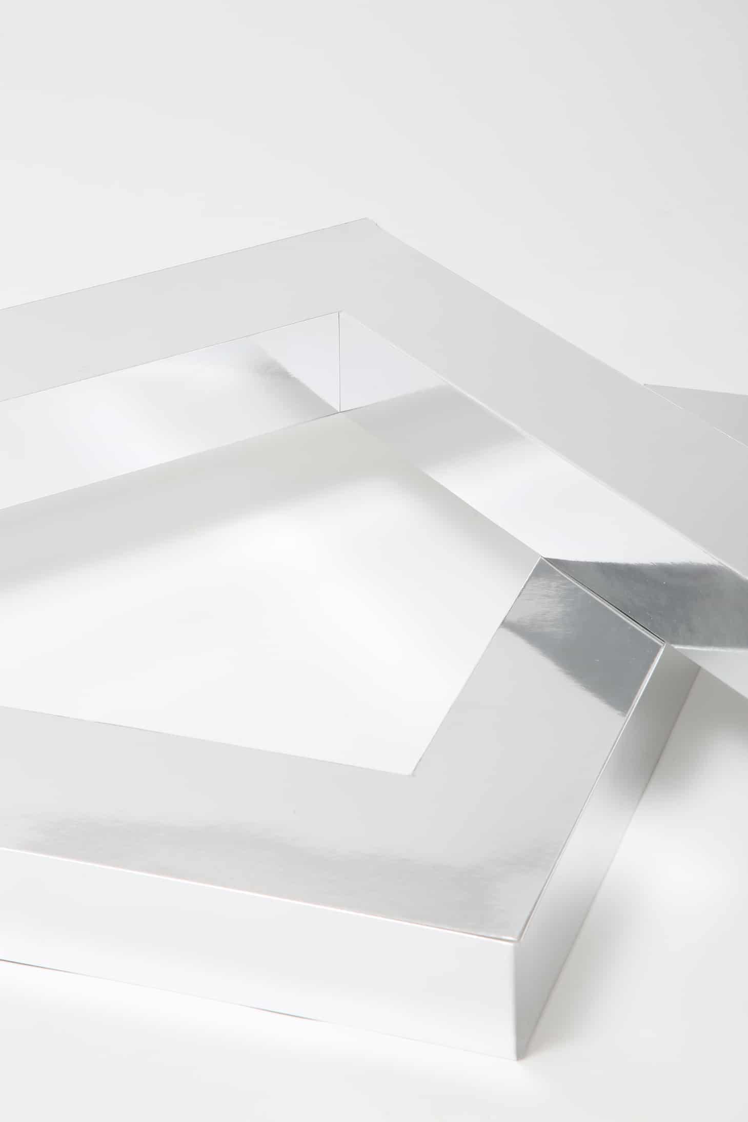 Lanacaprina, L da esposizione con carta Fedrigoni specchiata, dettaglio angoli interni.