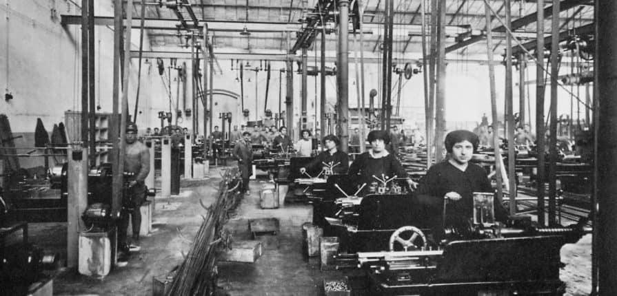 Donne al lavoro nelle Officine Galileo. Foto Alinari. Blog di Tipografia Unione.