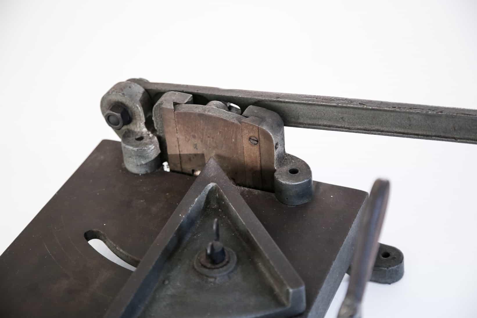 Taglierina lastre di piombo, dett punto di taglio. Museo, Tipografia Unione, Vicenza.