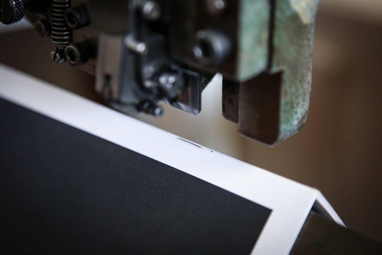Rilegatura a punto metallico, brochure, dett. Tipografia Unione, stampa, Vicenza.