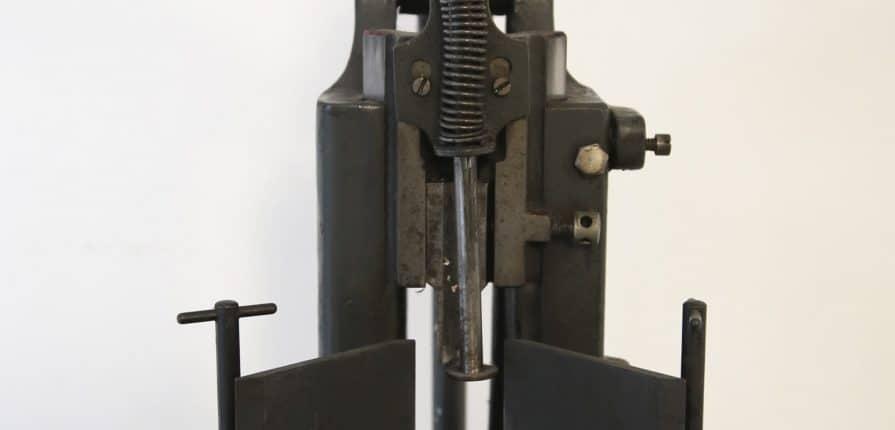 Macchina angolatrice Karl Krause. Vista frontale. Curiosità e Museo di Tipografia Unione, Vicenza